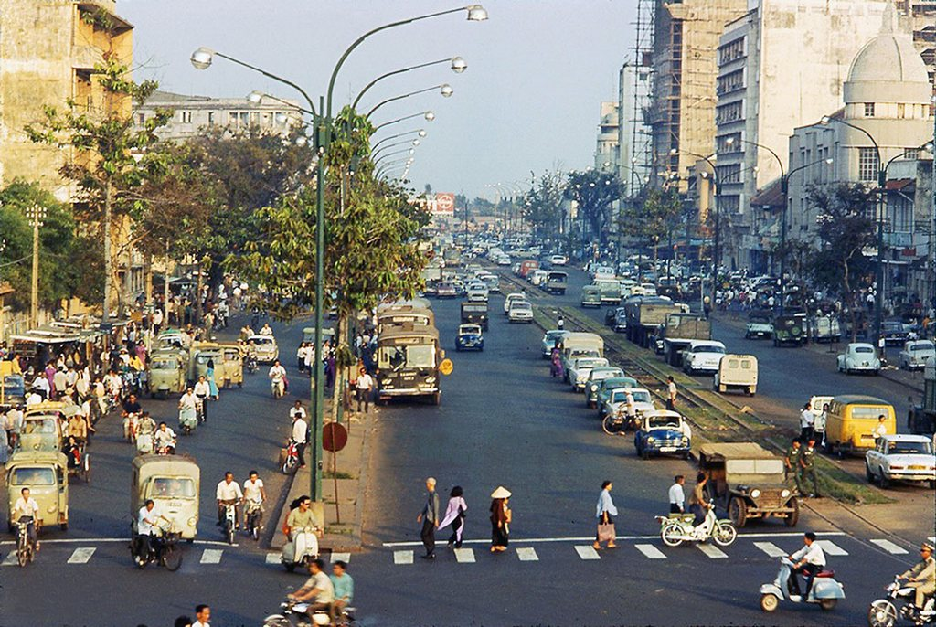 Ham Nghi Boulevard view from the pedestrian bridge from Saigon River_Ho Chi Minh pictures_source: buffalotrip.com