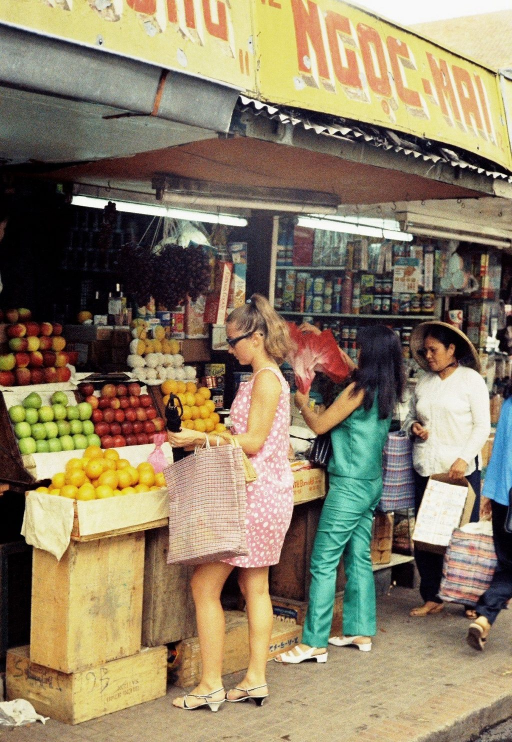 Westerners also trade here_Ho Chi Minh pictures_source: buffalotrip.com