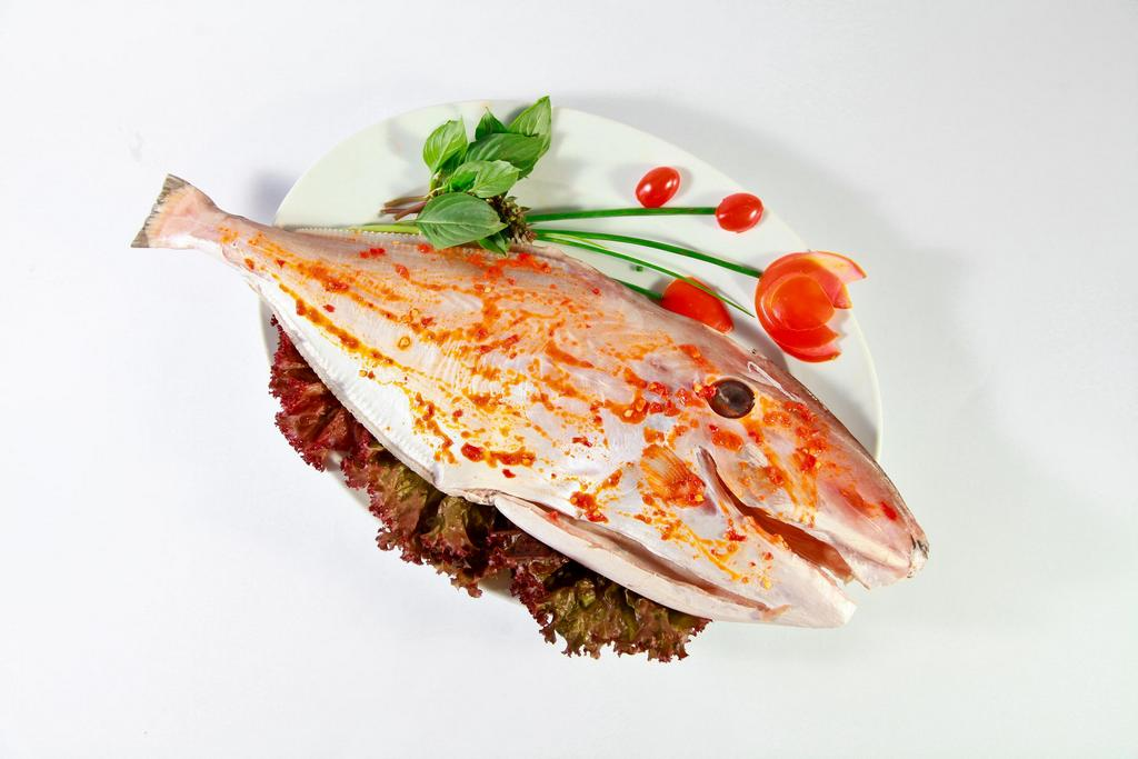 The fish is marinated with chili salt and soaked for 30 minutes before grilled Photo: dacsan88