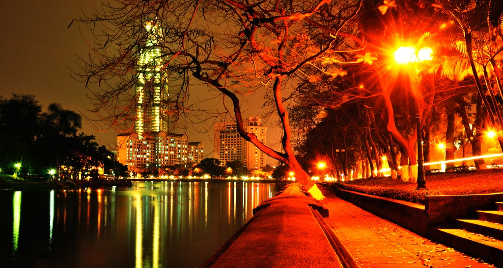 Ha Noi at night. Photo by: tinhte.vn