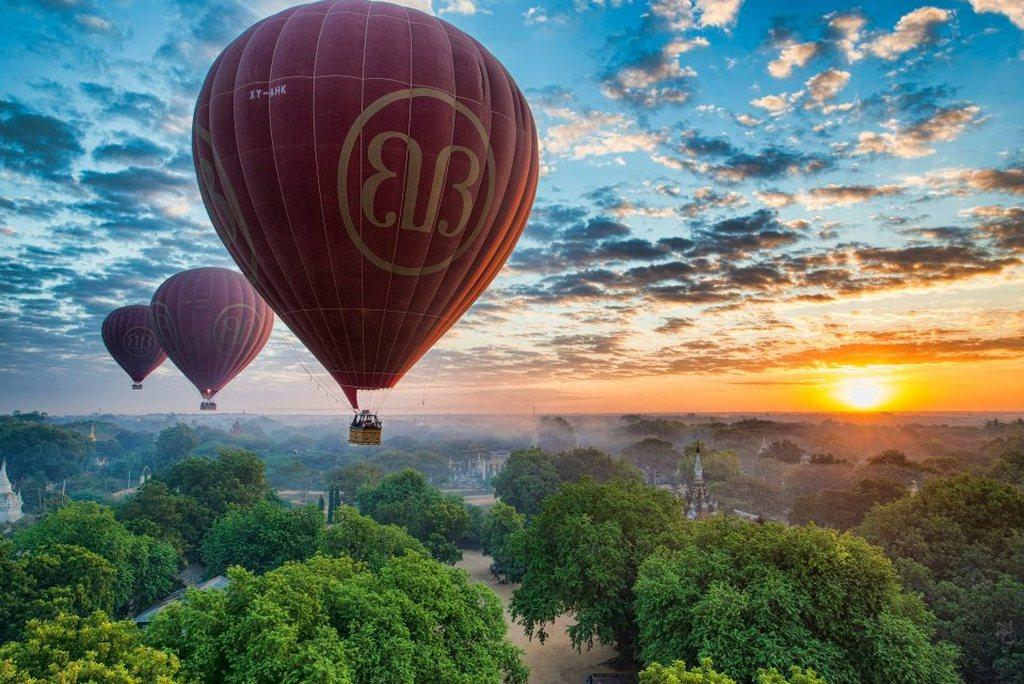 Hot air balloons_Bagan travel guide_source: pose.com.vn