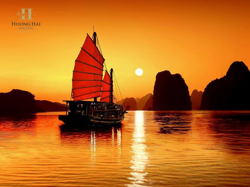 Huong Hai Halong cruise on sunset