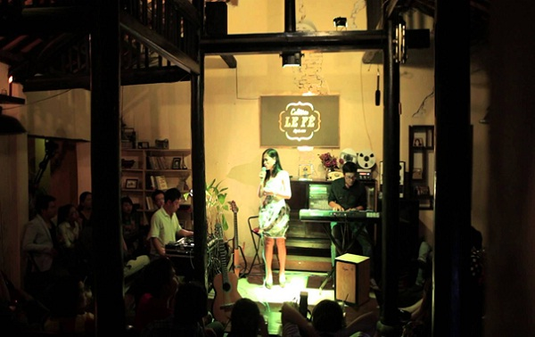 Tourists can have a chance to enjoy live music when visiting the LE Fê Cafétéria. Photo: Indochinavoyages.com