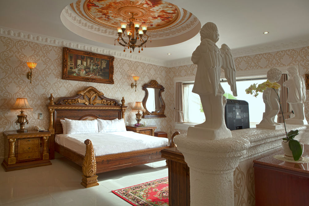 Rooms with luxurious furnishings.