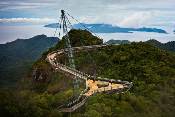The unique sky bridge of Langkawi