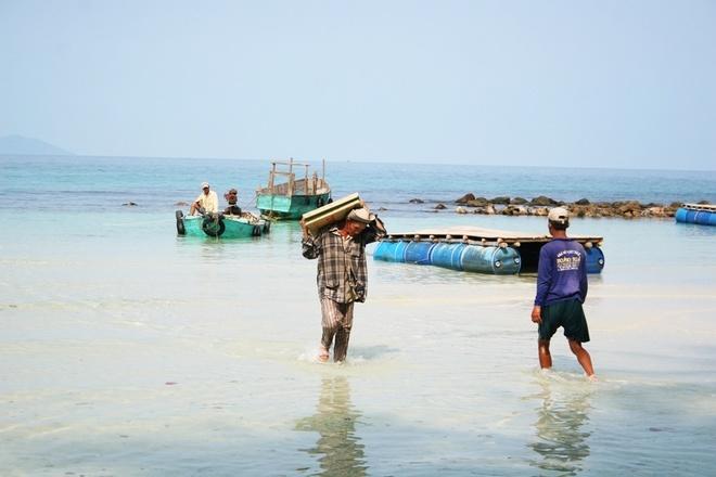 Mau locals transporting goods