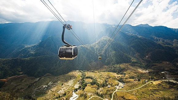 Longest-non-stop-three-rope-cable-car_tcm25-416028