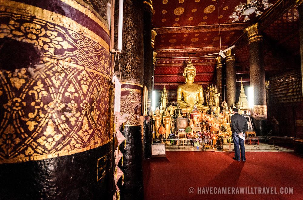 Golden Buddha statue in the main shrine of Vatmay Souvannapoumaram Pagoda