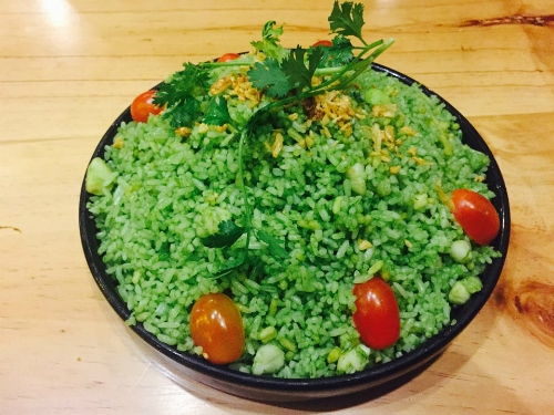The fried rice with scallops dish with beautiful green color. Photo: Thao Nghi