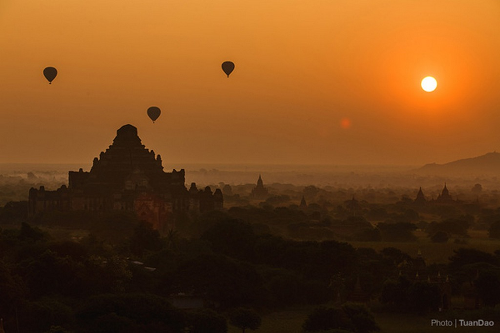 One of the moments not to be missed while in Bagan, beautiful scenery at dawn will surprise you_Bagan travel guide_source:Tuan Dao