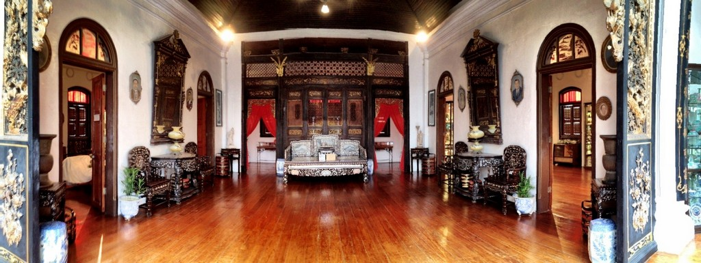 Sitting area inside Peranakan museum. Source: biscuitsandbackpacks.wordpress.com.