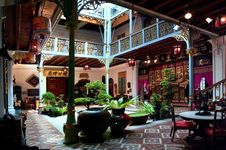 Inside Peranakan museum. Source: penang.attractionsinmalaysia.com.