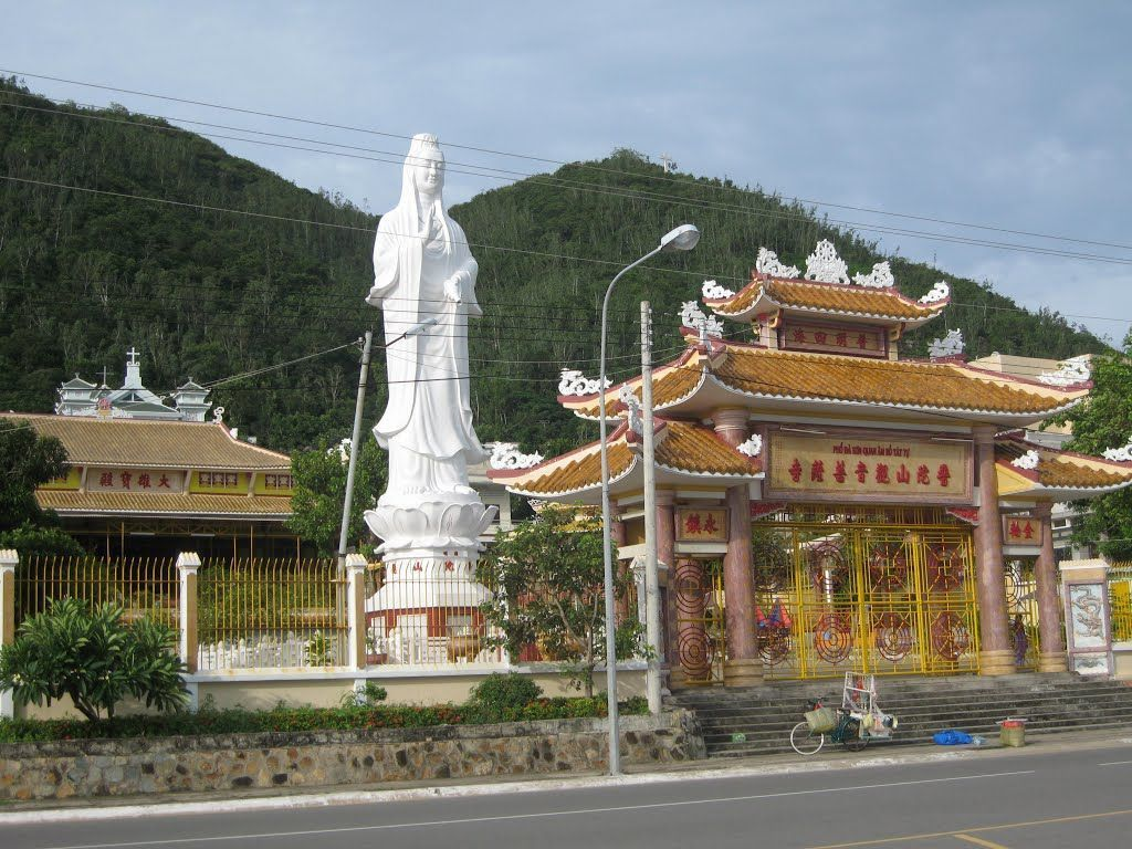 Quan The Am Bo Tat pagoda tourist attraction in vung tau