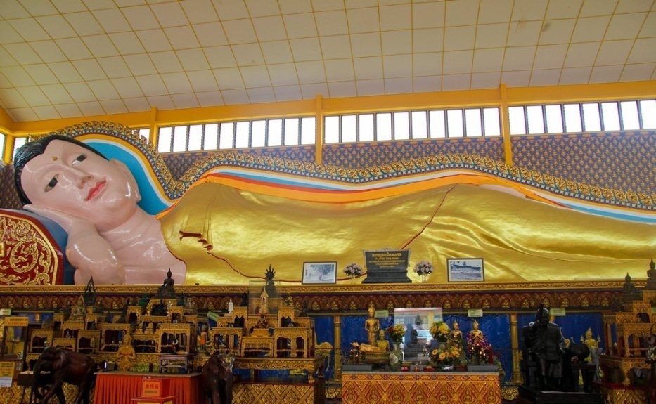 Reclining Buddha statue. Source: thechroniclesofmariane.blogspot.com.