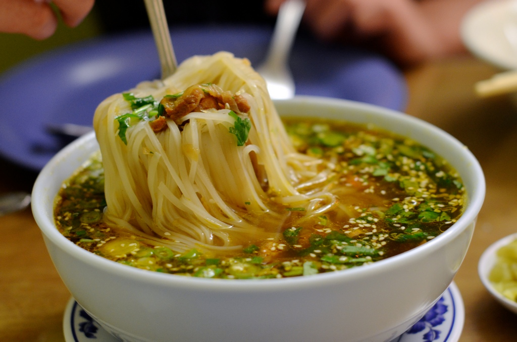 A bowl of delicious noodle in Myanmar Photo: clarissaweidot.com