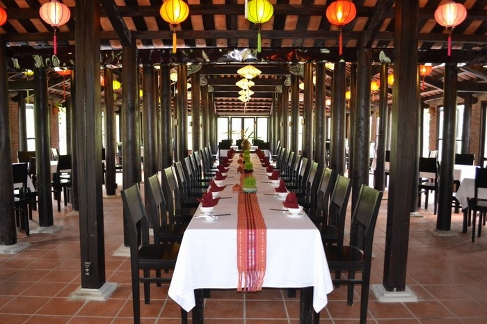 Restaurants serving delicious specialities_Hoi an silk village tour guide_source mytour.vn
