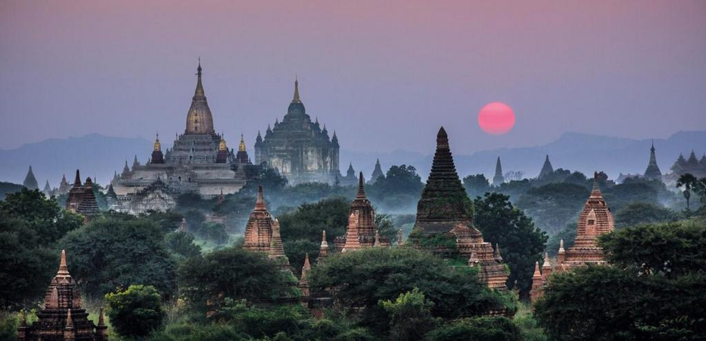 The Ananda and Thabanyu Buddhist temples in Bagan