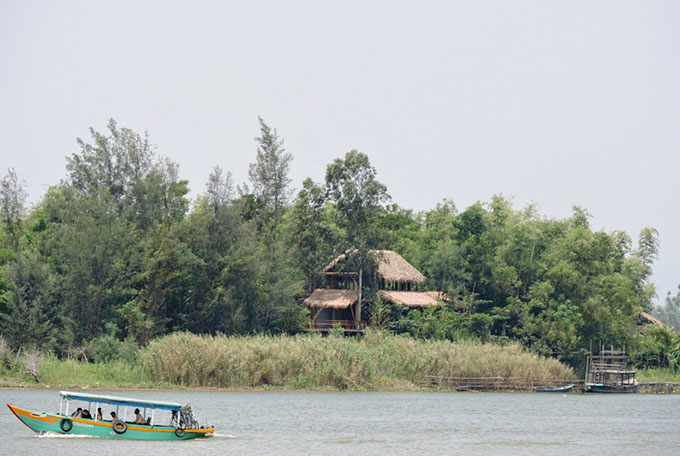 Triem Tay Hoi An travel guides - canoe on the Thu Bon river