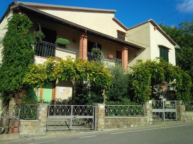 Tuscany-Italy-little-house