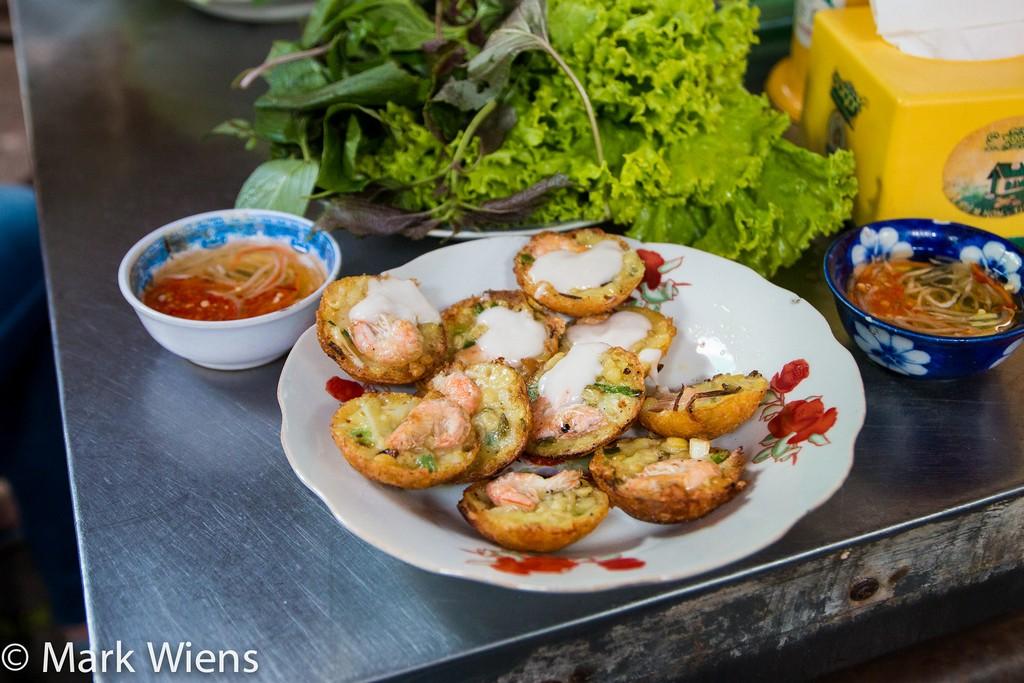 Vietnamese mini pancakes (banh khot)