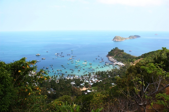 View of Cu Tron sea from Nam Du's lighthouse