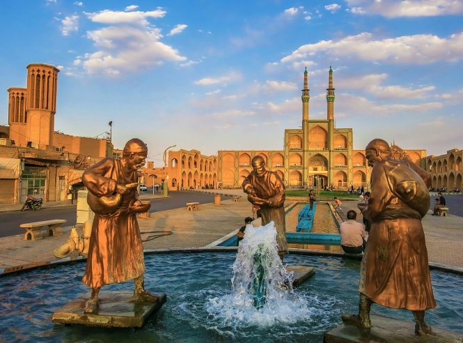 Amir Chakhmaq square in Yazd – Photo: wiki