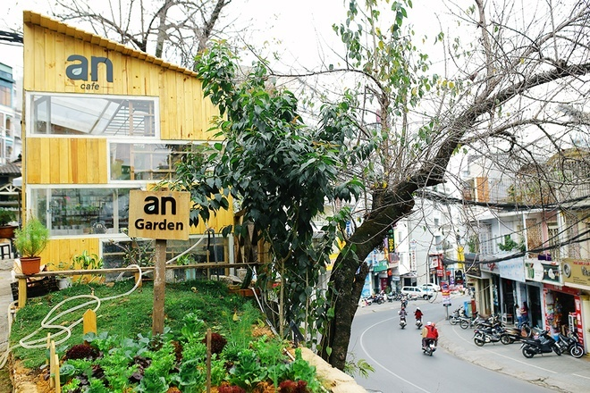 an cafe with an garden in dalat - dalat cool coffee shops - Living + ...