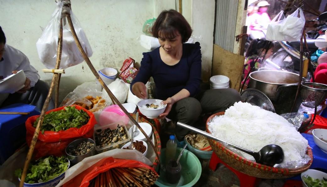 bun oc hanoi street foods in hanoi old quarter