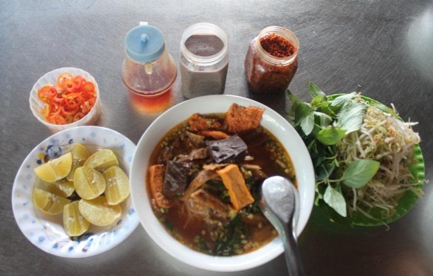 Bun rieu cua with the price 20,000 VND. Photo: Phuong Thu Thuy
