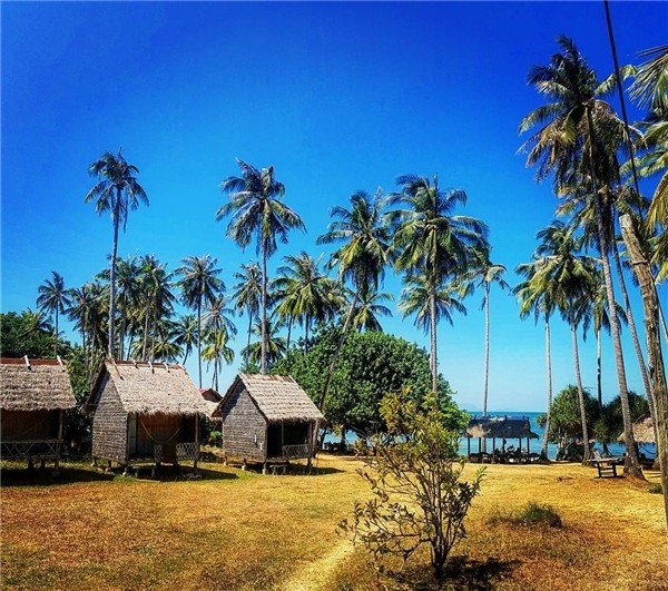 bungalow in koh tonsay cambodia travel tips