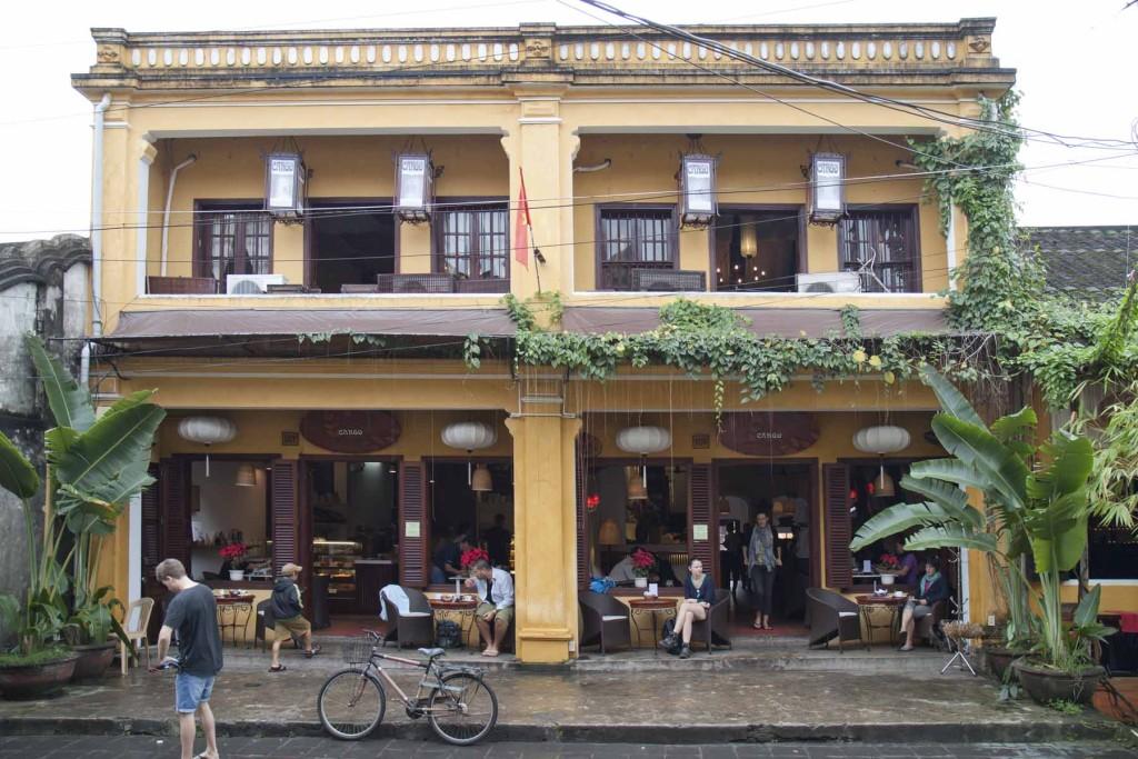 cargo cafe nguyen thai hoc hoi an vietnam (2)