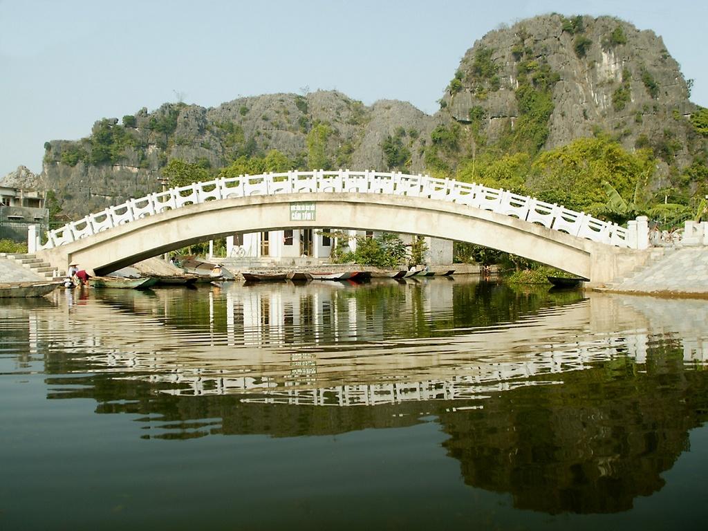 Tam Coc bridge _ www.tour.dulichvietnam.com.vn