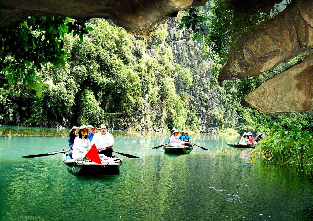 traveling on the boat_phuonghoangttours.com