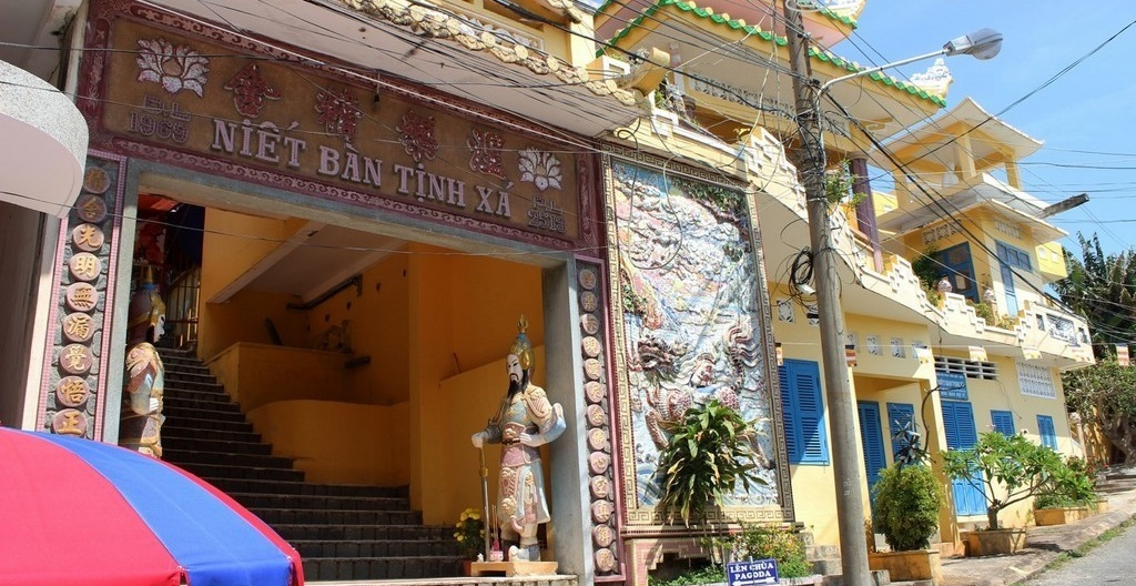 The gate of Niet Ban Tinh Xa pagoda
