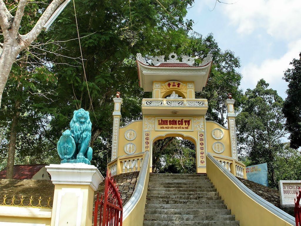 gate of The Epigraphic of Linh Son vung tau tourist attraction