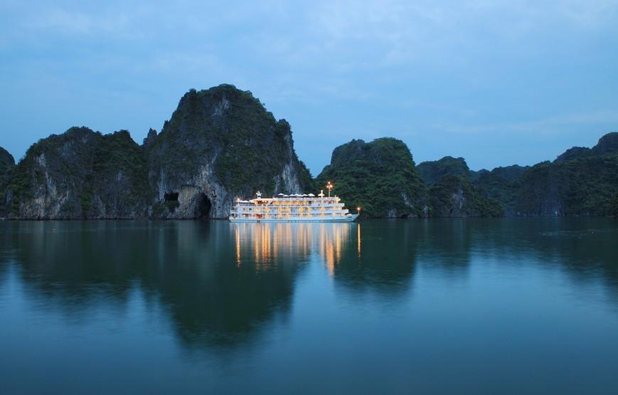 halong-bay-luxury-cruises-overview-vietnam