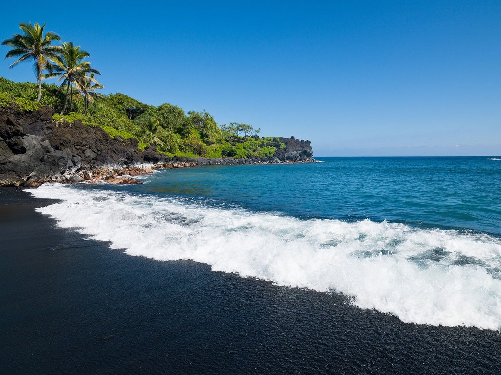 honokalani beach wai'anapanapa state park maui hi