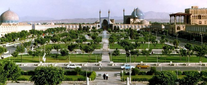 Imam Khomeini was built 400 years ago in Isfahan city center – Photo: bikooch