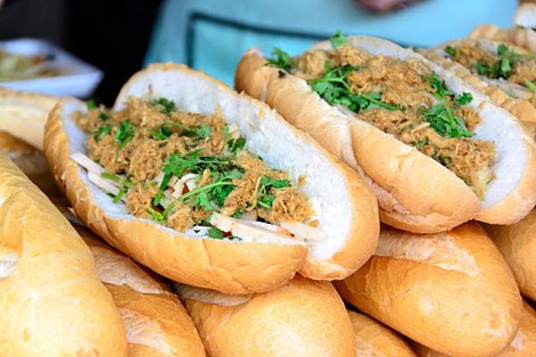khao jee baguettes lao food