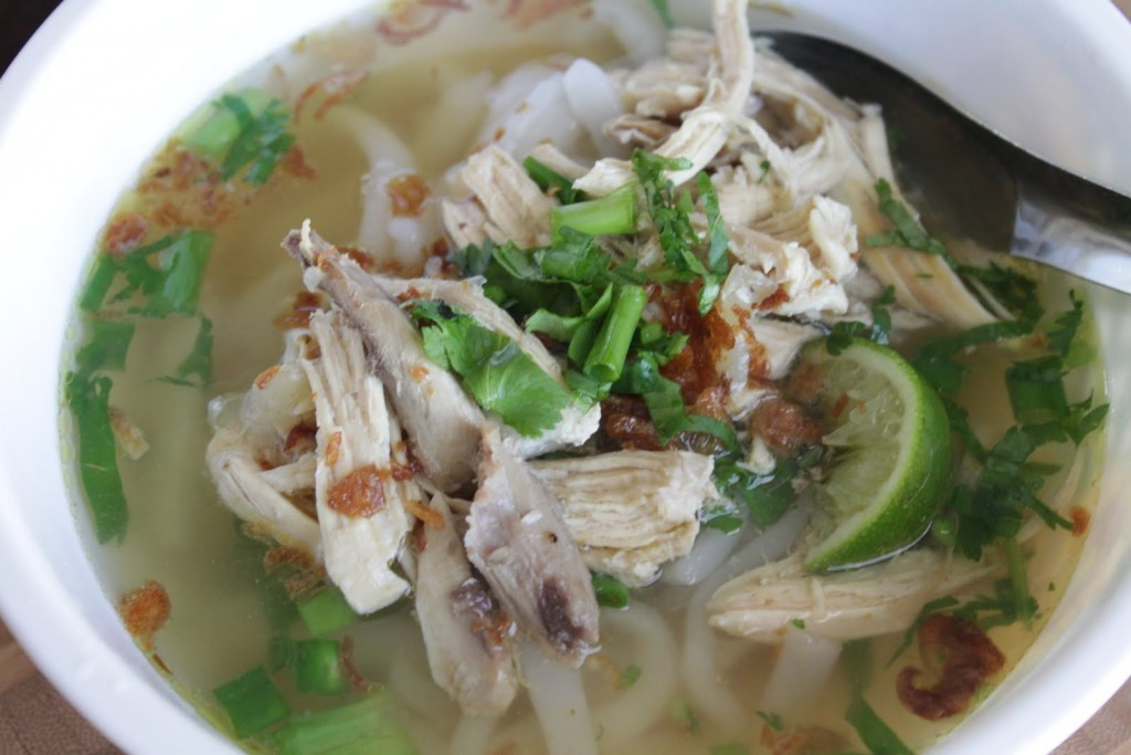 khao piak sen noodle soup lao food