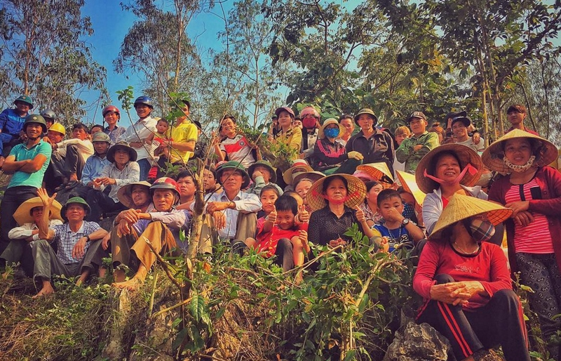 Locals gather near the 'Kong: Skull Island' film set in Quang Binh, Vietnam as seen in a photo uploaded by director Jordan Vogt-Roberts on February 22, 2016. Photo: Instagram/voteroberts