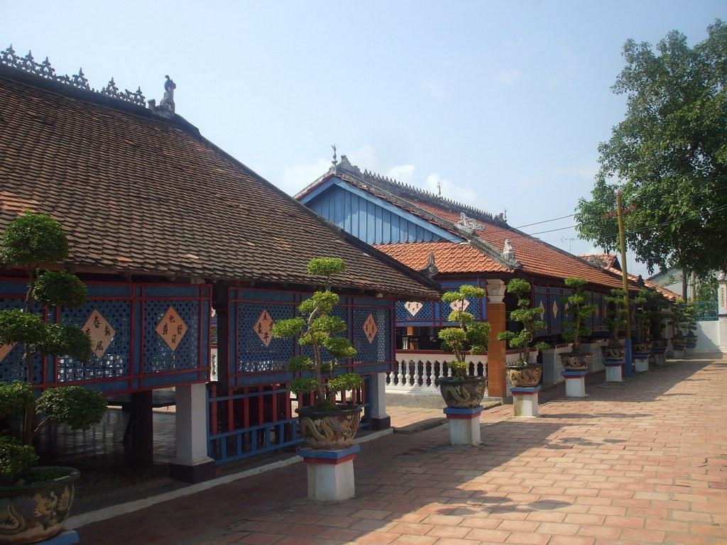long son big house vung tau tourist attraction