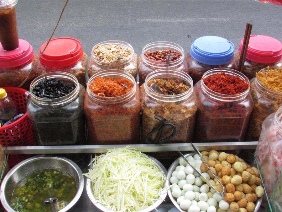 Ingredients to make mixed rice paper