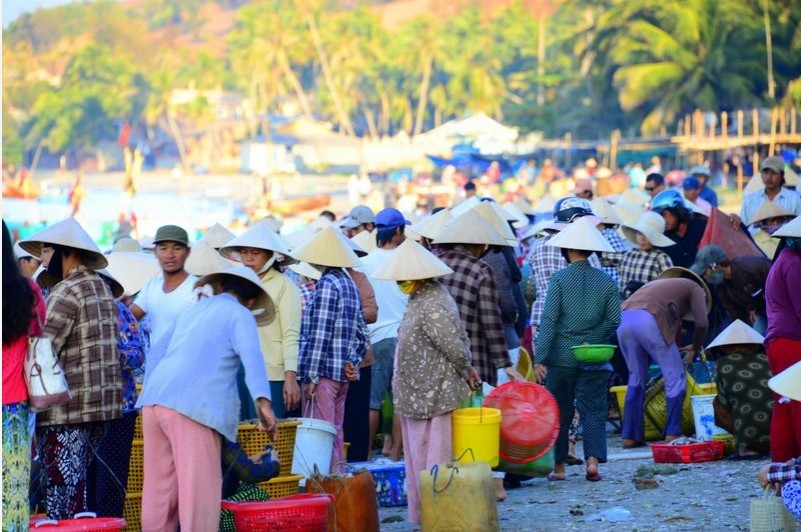 Market in the eary morning. Photo: bruisedpassports.com