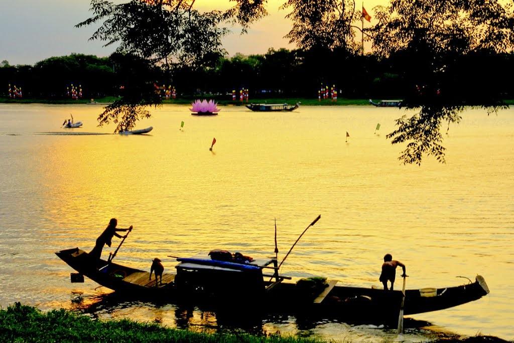huong river hue city