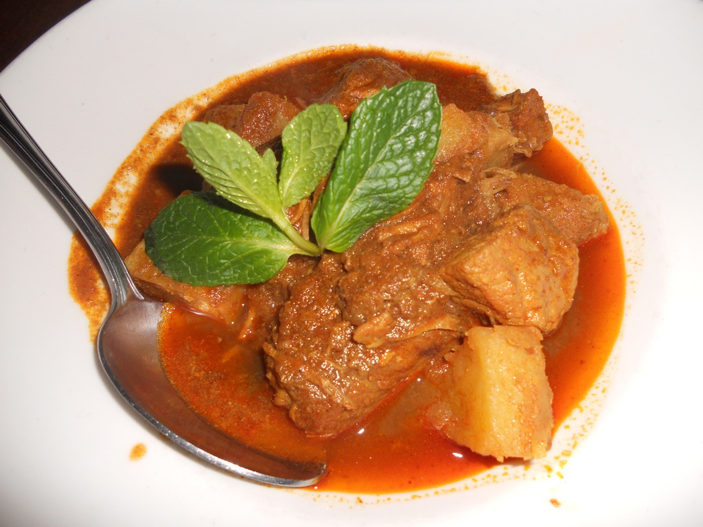 Pork curry with potatoes Photo: riceandcurry