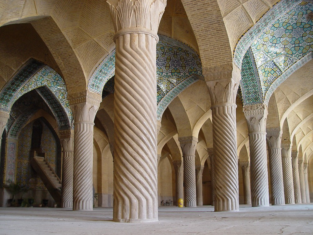 Twisted columns in Regent Mosque – Photo: redbubble.com