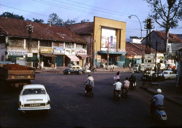 A cinema on Dinh Tien Hoang street (near Bong bridge)