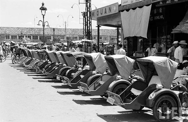 Cyclos for sale on Ho Tung Mau - Hai Trieu street