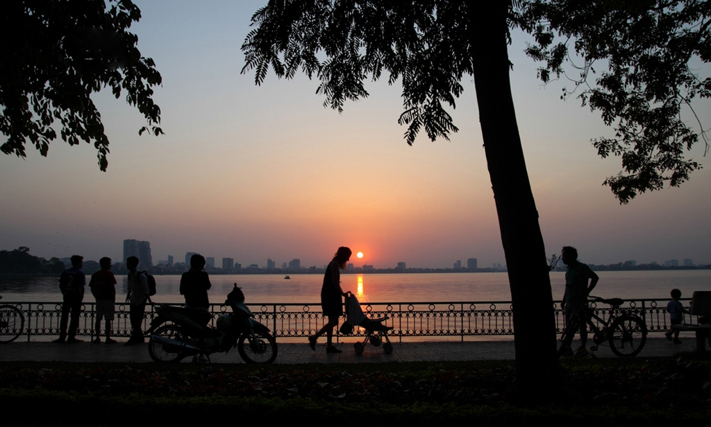 sunset at ho tay west lake hanoi t